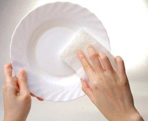 清洗磁器、碗盤、茶杯等精緻餐具